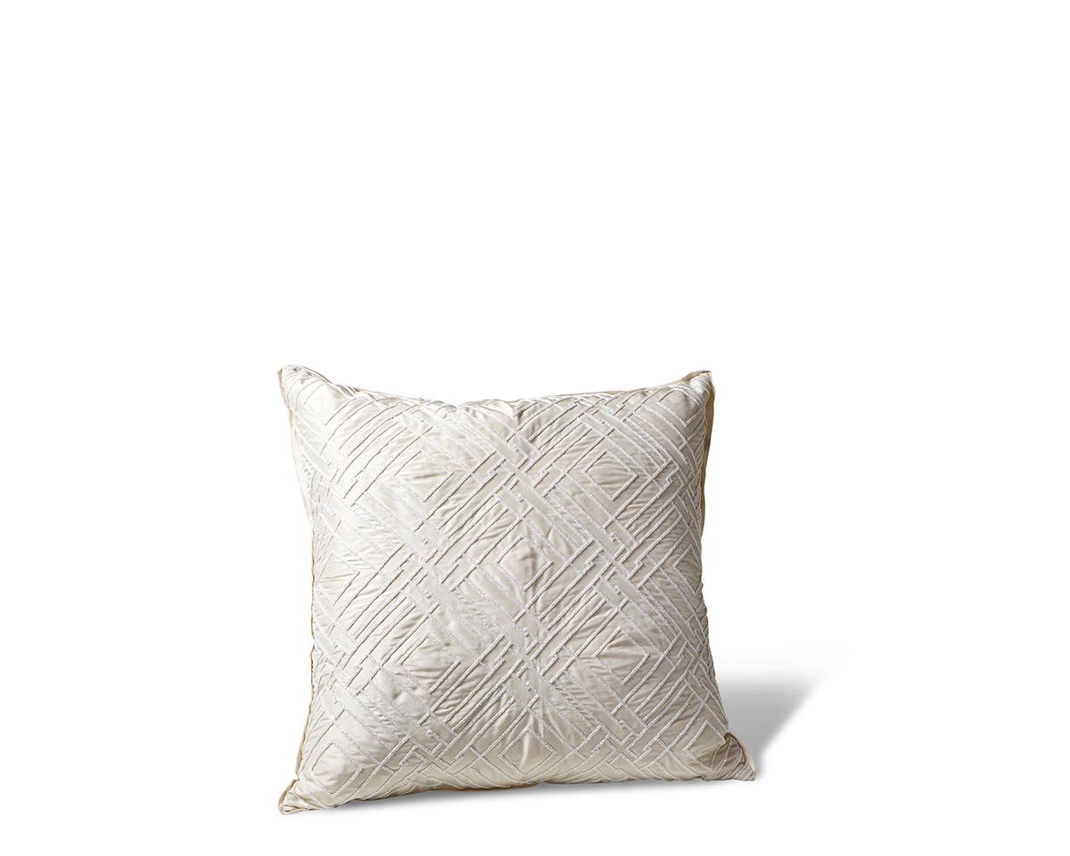 Ebanista_Emilio_I_Pillow_Cream-1.jpg