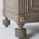 Grey Villa Lorenzo Chest Leg Details